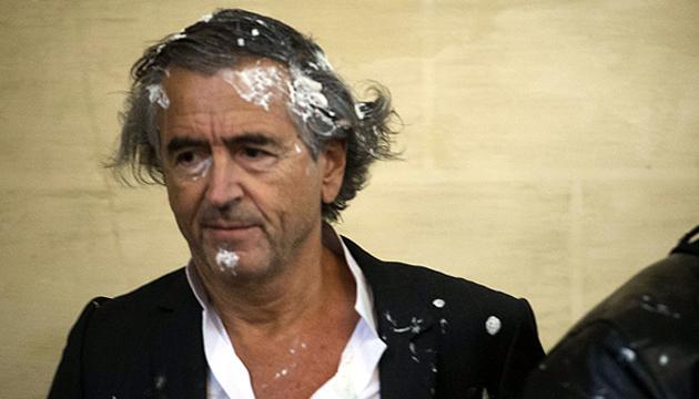 Bernard-Henri Lévy luego del pastelazo