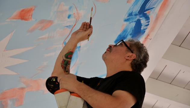 Antonio Becerro pinta La Sixtina de los Perros en Villa Piccolo