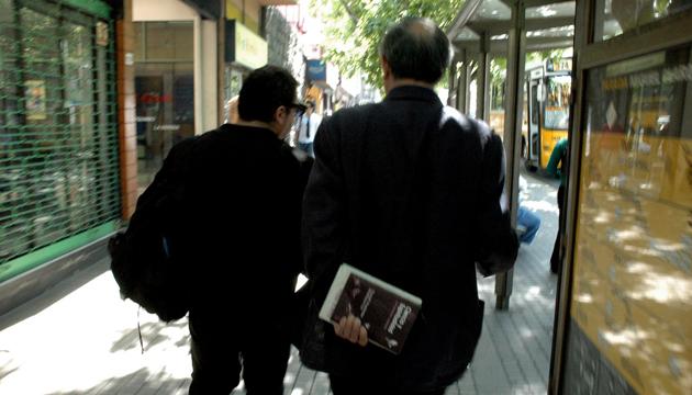 Raúl Ruiz y Antonio Becerro caminan por Providencia