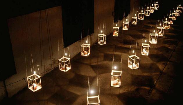 Pulsaciones, esculturas e instalación, Norton Maza, Perrera Arte 2001