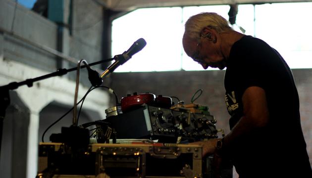 Simeon Coxe en la prueba de sonido