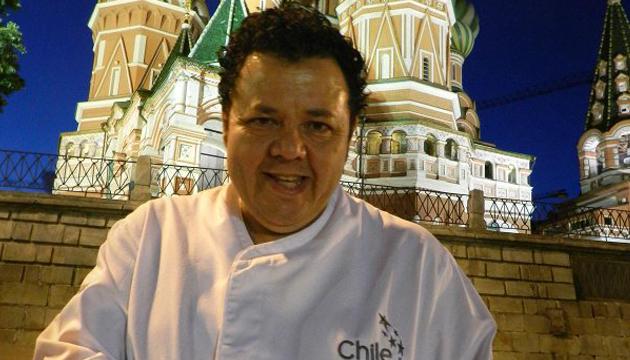 Áxel Manríquez frente a la Plaza Roja de Moscú