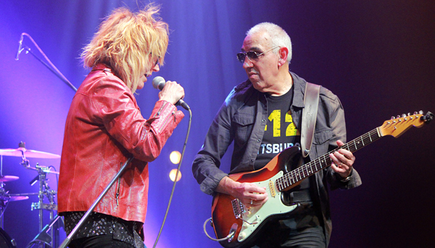 Denise y Carlos Corales, complemento de guitarra y voz