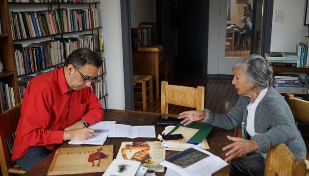 León entrevista a la escritora Beatriz Sarlo, foto de Paula Salischiker