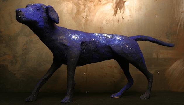Intervención de José y Conchita Balmes a una escultura de Becerro