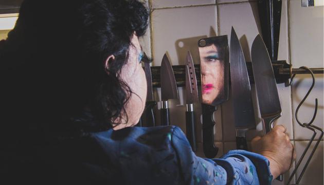 Irina la Loca durante la filmación en la Perrera