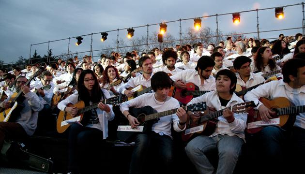 Mil guitarras para Víctor Jara en la comuna de Recoleta