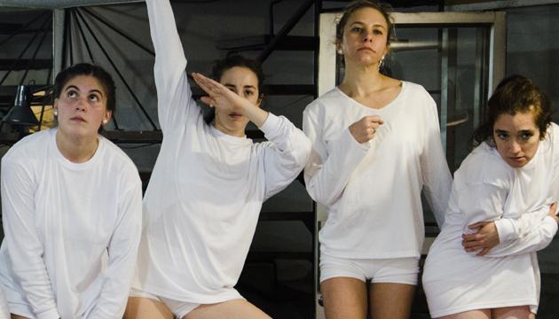 La bailarina Andrea Huerta (derecha) ingresó a I.D.E.a en 2003