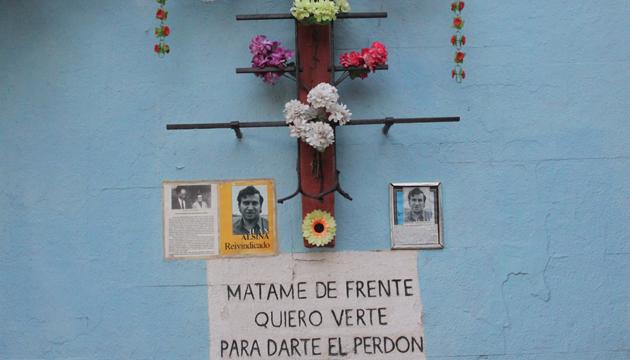 Memorial del sacerdote Joan Alsina en el Puente Bulnes