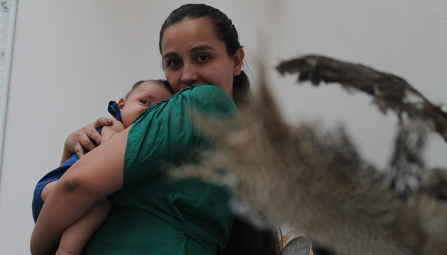 Tania González junto a la pequeña Aurora