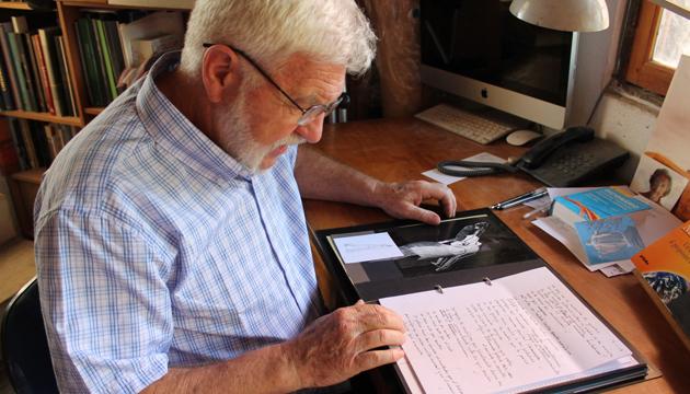 Mario Irarrázabal revisa sus escritos de poesía