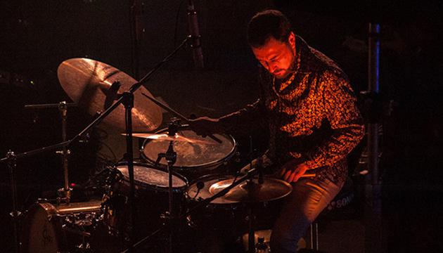 Raúl Díaz, batería, Carolina Holzapfel Trío, Perrera Arte