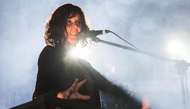 Carolina Holzapfel aportó música, energía e ironía