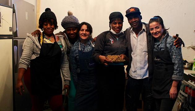 Haití y Chiloé dialogaron en la cocina de la Perrera Arte