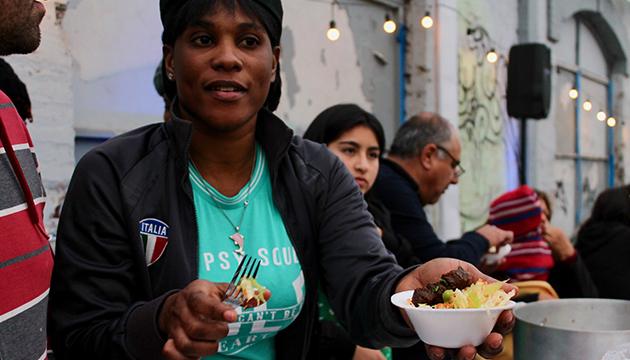 A Nedje le encantan los asados y también el costillar que se prepara en Chile