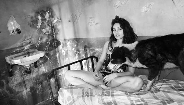 Nathalia en una sesión fotográfica en la Perrera Arte